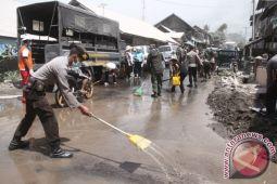 Polres berikan bantuan sembako warga terdampak Sinabung