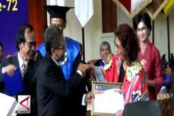 UGM beri penghargaan Herman Johanes Award untuk Menteri KKP