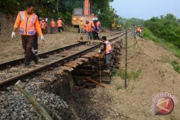 Longsor Jalur Kereta Api