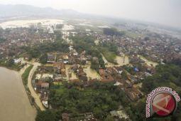 Lalu lintas Cicaheum lumpuh akibat banjir lumpur