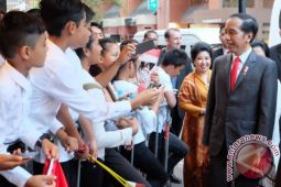 Kedatangan Presiden Jokowi disambut ratusan warga Indonesia