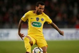 Dani Alves antar PSG memimpin 17 poin di Ligue 1