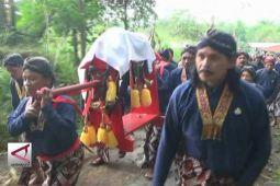 Labuhan Merapi, syukuran 30 tahun sultan bertahta