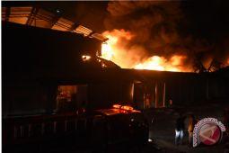 Kebakaran Pabrik Payung di Depok