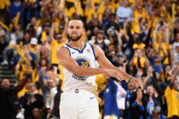 Curry cetak rekor, Warriors ungguli Cavaliers 2-0