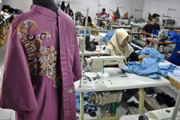 Pertumbuhan industri pakaian jadi