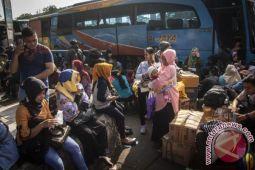Penumpang tiba di Terminal Kampung Rambutan masih 20.000-an orang