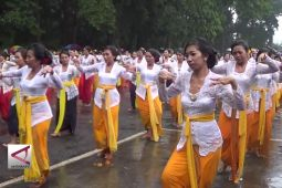 Meski hujan, 800 perempuan bawakan Tarian Rejang