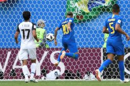 Brazil dan Kosta Rika tampil dengan kostum tandang