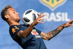 Neymar bantah rumor pindah ke Real Madrid