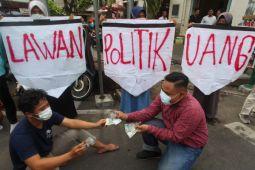 Banding terdakwa politik uang divonis lebih ringan