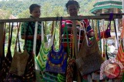 Noken peluang usaha ekonomi kreatif di Papua-Papua Barat