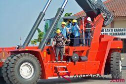 Menteri Susi resmikan pengangkat kontainer