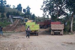 Dua Eskavator Percepat Penimbunan Jalan Penghubung Desa