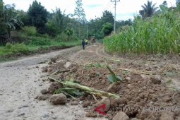 Pembangunan Jalan Desa Pangea Capai 15 Persen