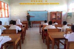 Satgas TMMD Mengajar di SDN 28 Pangea