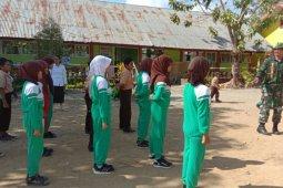 TNI Latih PBB Kepada Siswa Jelang HUT RI