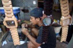 Jam tangan kayu produksi Afid raup omzet Rp150 juta per bulan