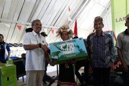 Wujudkan Nawacita, Ditjen EBTKE bagikan LTSHE ke warga Desa Long Adiu, Kaltara