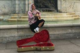 Justin Bieber bikin pertunjukan dadakan di depan Buckingham Palace