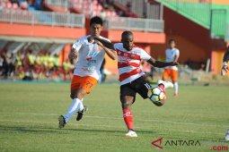 Borneo permalukan tuan rumah Madura United 2-1