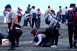 """World Clean up Day"" Bebaskan pantai dari sampah plastik"