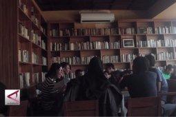 Uniknya cafe dengan konsep perpustakaan