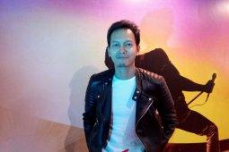 Aktor Fedi Nuril Idolakan Freddie Mercury