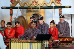 Musik gamelan pukau musisi klasik Swedia