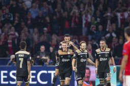 Gol telat Mazraoui amankan kemenangan Ajax atas Benfica