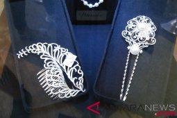 Tips saat kreasikan perhiasan bertumpuk