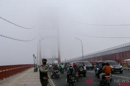 Kabut asap di Sumsel semakin pekat, jam masuk sekolah diundur