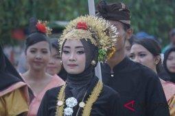 "Wow kirab pemuda Nusantara di Lombok dimeriahkan tradisi ""nyongkolan"""