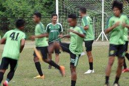 Djadjang Nurdjaman Resmi Memperpanjang Kontraknya Sebagai Pelatih Persebaya Untuk Liga 1 Musim Kompetisi 2019 Setelah Dinilai Sukses Menangani Tim Di