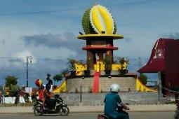 Tugu gempa dan tugu durian di Gunungsitoli, Nias diresmikan