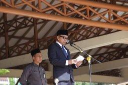 <p>Pemkab Pandeglang melaksanakan upacara peringatan ke-90 Hari Ibu. Wakil Bupati Pandeglang, Tanto Warsono Arban pada kesempatan itu menyatakan peran perempuan menjadi bagian yang tidak dapat dipisahkan dari perjuangan bangsa Indonesia<br></p>