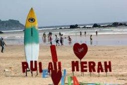 BUMN bergotong royong kembangkan Pantai Pulau Merah