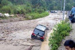 Arus transportasi Blangkejeren-Kutacane lumpuh total akibat longsor