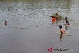 BPBD Singkil diminta mencari warga hanyut di sungai