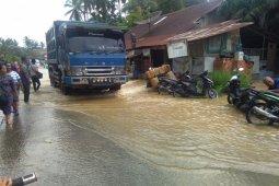 Banjir jalan lintas Sumatera, Labusel-Paluta berangsur surut