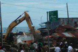 Pemkot Gunungsitoli bongkar bangunan bekas bantuan Help