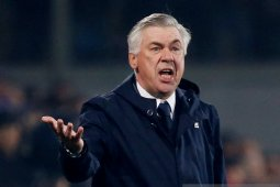 Ancelotti dipecat tiga jam setelah Napoli lolos ke 16 besar Liga Champions