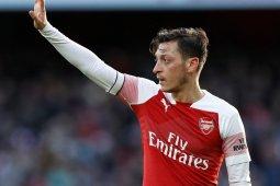Unai Emery: Ozil tidak layak main di Arsenal