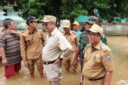 Bupati Sarolangun kunjungi korban  banjir dan serahkan bantuan