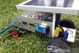 Mahasiswa Unimal ciptakan mesin pemotong rumput energi matahari
