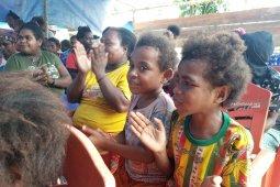 Bupati Imburi ingin lebih banyak lagi anak Wondama belajar di Sekolah GeIUS