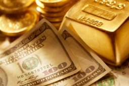 Harga emas mundur karena dolar menguat