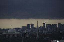 BMKG: Waspadai hujan petir dan angin kencang di sebagian Jakarta hari ini