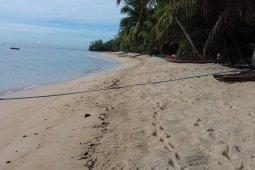 Kepuasan berselancar di objek wisata Pantai Bido