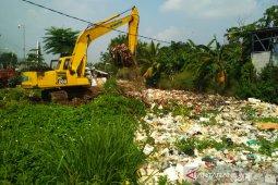 200 ton sampah dikeruk dari Kali Baru Bojonggede